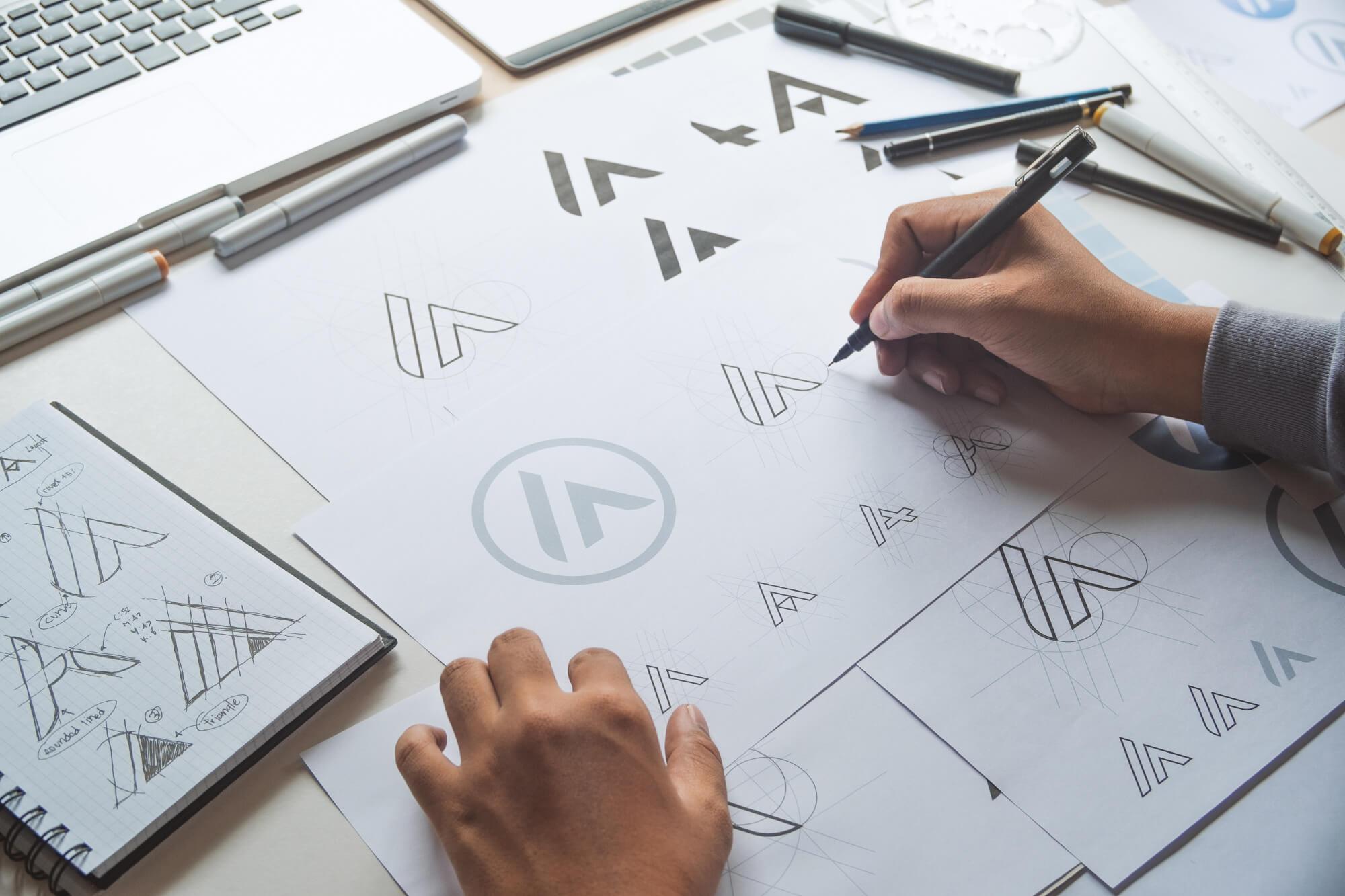 ETAGE 4 - Die Digital Manufaktur hilft Dir gut auszusehen und erstellt Dir Dein Logo.